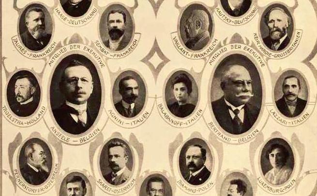 Jean Jaurès et Rosa Luxemburg parmi les membres du Bureau socialiste international (juin 1914).